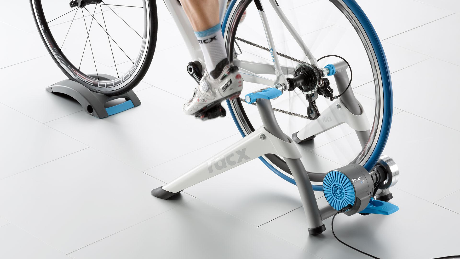 Tacx Flow - chytrý odporový cyklotrenažér